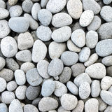 自然地优美的白色岩石小卵石 免版税图库摄影