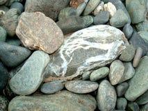 自然大小卵石背景 免版税库存照片