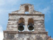 自然夺回一个被放弃的ruinded修造的教会 库存图片
