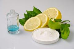 自然奶油和parfume 库存照片