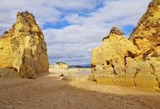 自然岩石在拉各斯葡萄牙 免版税库存照片