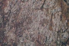 自然岩石墙壁纹理和背景 被构造的布朗老石表面 石墙纹理和背景特写镜头视图  库存图片
