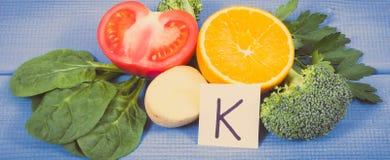 自然成份当来源钾、维生素K、矿物和纤维 免版税图库摄影