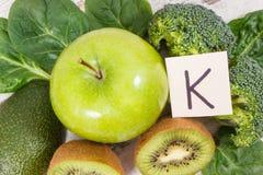 自然成份当来源钾、维生素K、矿物和纤维 免版税库存照片