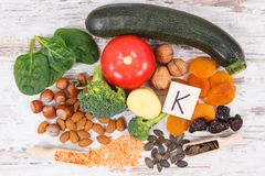 自然成份当来源钾、维生素K、矿物和纤维 库存图片