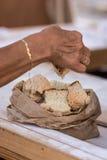 自然新近地切的被烘烤的面包 免版税库存图片