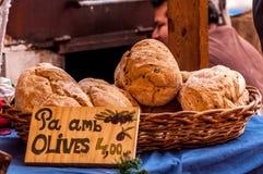 自然新近地被烘烤的面包 免版税图库摄影
