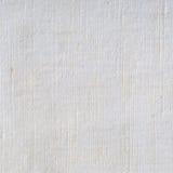 自然明亮的白色胡麻纤维亚麻制纹理,详细的宏指令 库存图片
