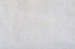 自然明亮的白色胡麻纤维亚麻制纹理,详细的宏观特写镜头,土气被弄皱的葡萄酒构造了织品粗麻布帆布 免版税库存图片