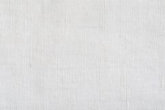 自然明亮的白色胡麻纤维亚麻制纹理,详细的水平的宏观特写镜头,土气被弄皱的葡萄酒构造了织品粗麻布 免版税库存图片