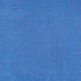 自然明亮的蓝色胡麻纤维亚麻制纹理详细的宏观特写镜头,土气被弄皱的葡萄酒织地不很细织品粗麻布帆布样式 库存照片