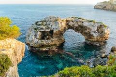 自然曲拱在马略卡 免版税库存图片