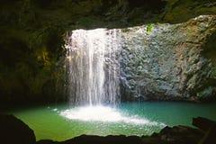自然曲拱瀑布 免版税库存图片