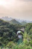 自然曲拱, Xiangqiao洞在广西 免版税库存照片