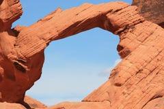 自然曲拱-火,内华达谷  库存照片
