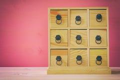 自然木古色古香的胸口的图象与抽屉的 免版税图库摄影