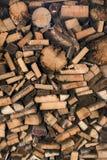 自然木背景,切好的木柴特写镜头  堆木日志 库存照片