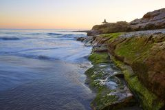 自然桥梁海滩晚上场面  免版税图库摄影