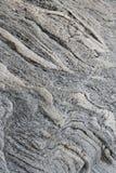 自然概略的从Lak的花岗岩石陈列波浪层化 免版税库存图片