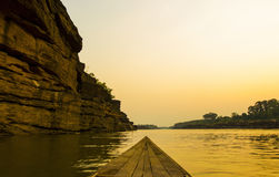 自然江边在泰国 免版税库存图片