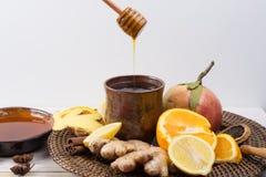 自然流感和冷的补救-桔子和柠檬结果实,新ging 库存照片