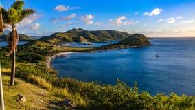 自然海岛游览游人 免版税库存图片