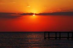 自然海日落视图 库存图片