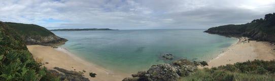 自然海滩全景不列塔尼 库存照片
