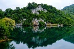 自然湖反射 免版税库存图片