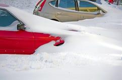 自然灾害,与大雪的雪风暴麻痹了城市 Kolaps 积雪旋风欧洲 免版税库存照片