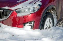 自然灾害,与大雪的雪风暴麻痹了城市 Kolaps 积雪旋风欧洲 库存照片