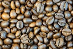 自然烤咖啡五谷  免版税库存照片