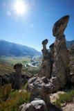 自然现象和自然奇迹向在Al的蘑菇岩石扔石头 免版税图库摄影