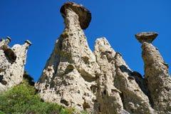 自然现象和自然奇迹向在Al的蘑菇岩石扔石头 免版税库存图片