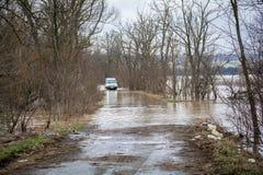 洪水-自然现象 汽车通行证 免版税库存图片