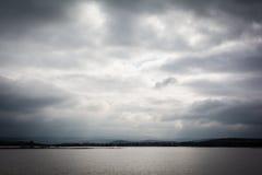 洪水-自然现象 溢出的湖 免版税库存照片