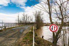 洪水-自然现象 美丽的蓝天 库存照片