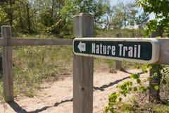 去自然痕迹的标志靠岸 免版税库存照片