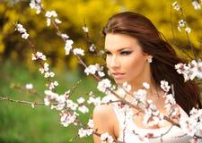 自然的女孩 免版税库存照片