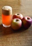 自然的苹果汁 免版税库存照片
