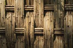 自然的范围 竹茎篱芭  A庭院篱芭由竹茎做成 免版税库存照片