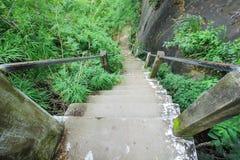 自然石台阶环境美化 免版税图库摄影