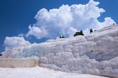 自然石灰华水池和大阳台在棉花堡, Turke 库存照片