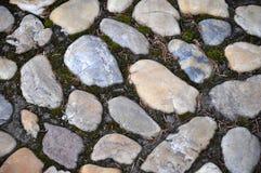 自然石头被修补的铺 免版税库存照片