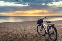 自然秀丽,日出在海边,宋卡 免版税库存照片