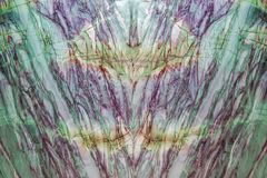 自然绿色大理石高分辨率纹理背景 有五颜六色的条纹的巨大的大理石墙壁 免版税库存图片