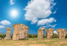 自然老石头惊人的形状  库存图片