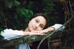 自然背景的年轻美女  免版税图库摄影
