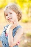 自然背景的逗人喜爱的孩子女孩 库存照片