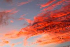 自然艺术品,天空着火在日落,澳大利亚 免版税库存图片
